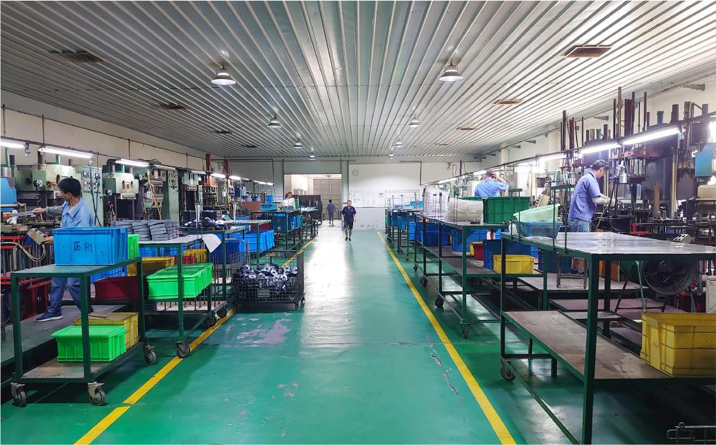プレニードラバー上海 成型工場内