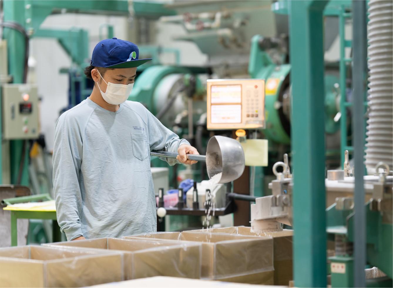 オリジナルゴム薬品「プレニード」や工業用ゴム成型品の製造に携わる仕事
